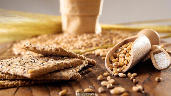 Los cereales aportan fibra en forma de galletas, granos o molidos